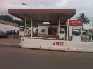 total filling petrol station iraye area 300x225 Business